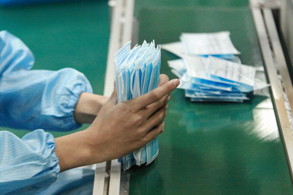 На канадской фабрике в Китае маски производили заключённые