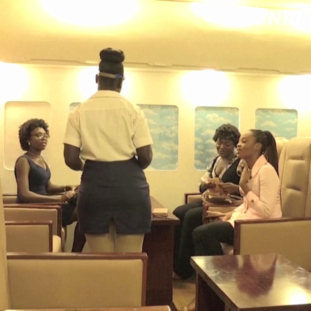 В Нигерии появился ресторан в виде салона авиалайнера