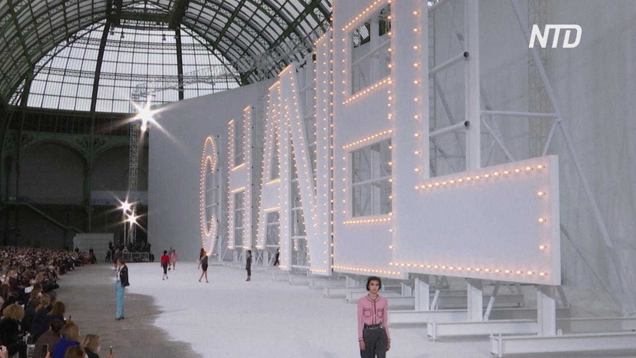 Показ Chanel в Париже: классика Голливуда 60-х годов