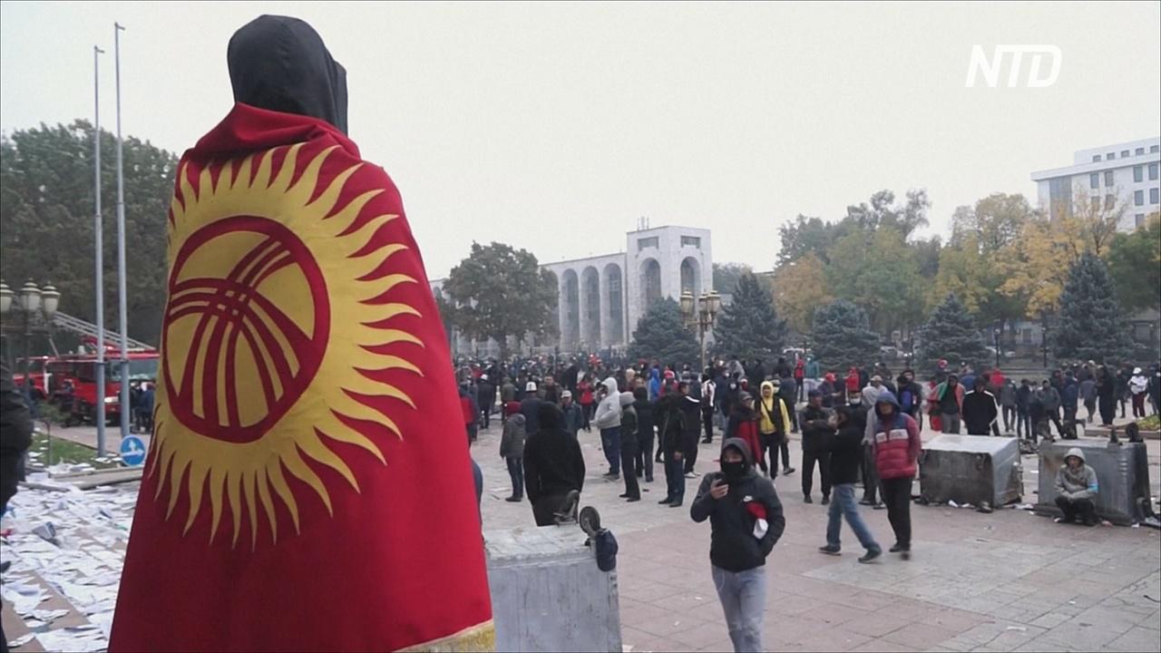 Протестующие захватили здание правительства Кыргызстана