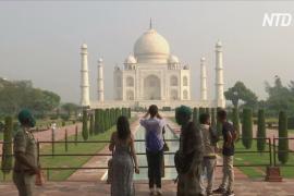 Индия во время карантина: открытие Тадж-Махала и день рождения звезды Болливуда