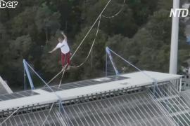 Хайлайн над стадионом: слэклайнеры установили мировой рекорд в Нюрнберге
