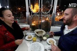 Ужин с соцдистанцией: венгерский ресторан пригласил гостей на колесо обозрения