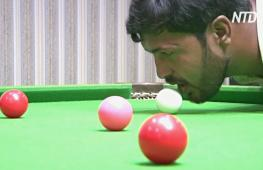 Пакистанец без рук завоёвывает награды, играя в бильярд