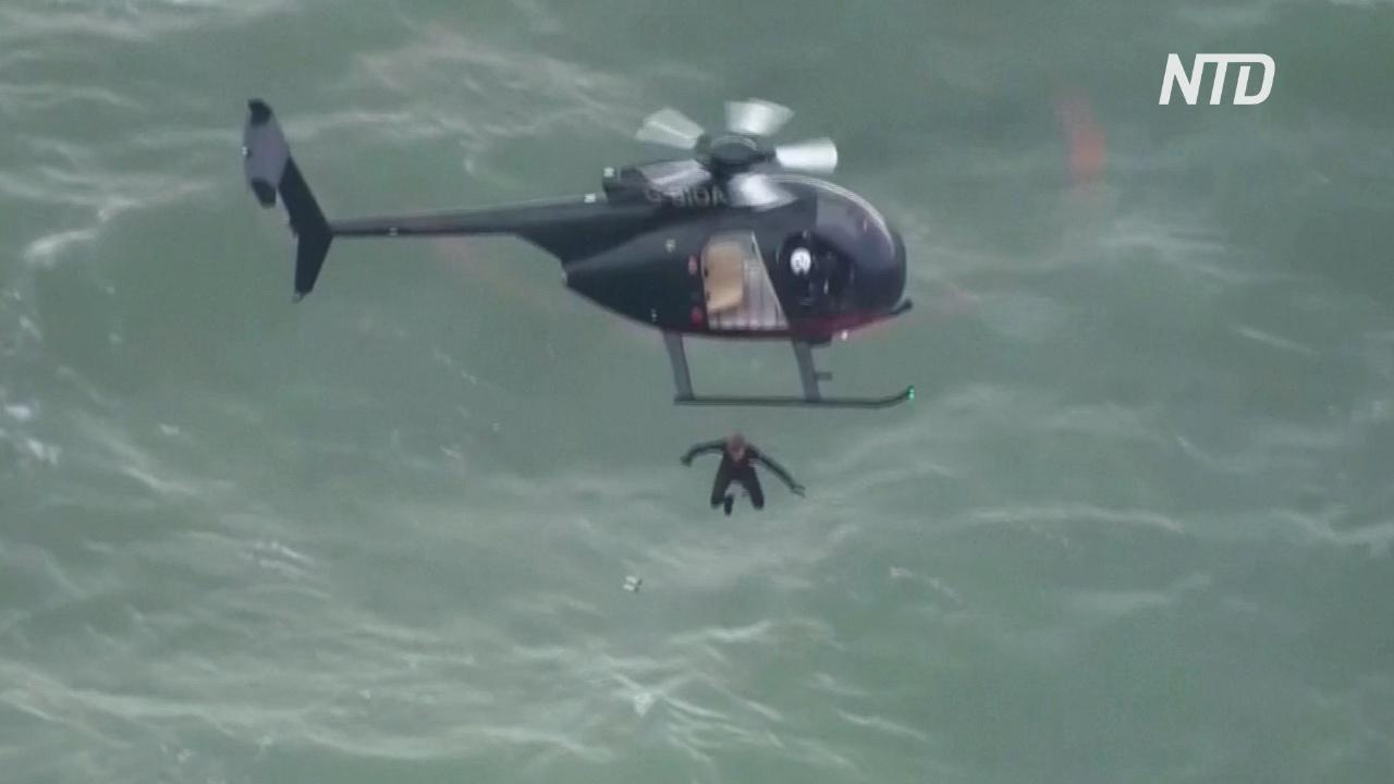 Бывший британский десантник прыгнул в море с высоты 40 м без парашюта