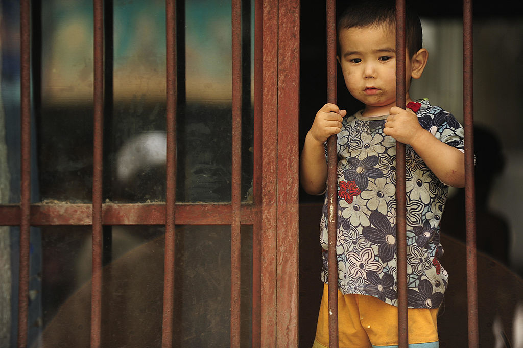 Отчёт: у сотен тысяч уйгурских детей в Китае арестованы один либо оба родителя