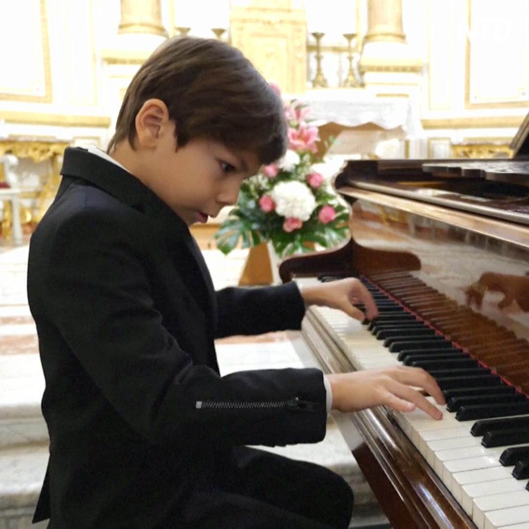 Шестилетний французский виртуоз исполняет «Итальянскую польку» Рахманинова