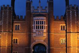 На Хэллоуин туристы спешат в замок Генриха VIII, чтобы увидеть призраков его жён