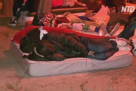 Кубинские мигранты в Чили ночуют у миграционной службы в надежде получить визы для беженцев