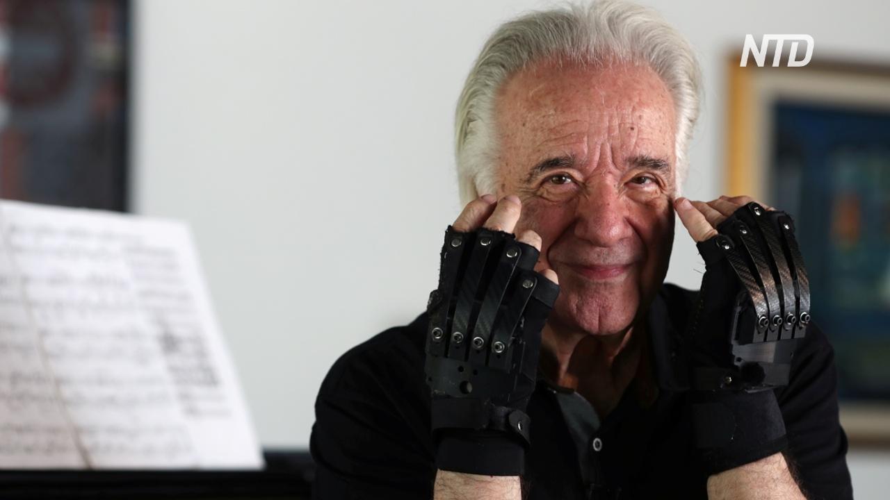 Бионические перчатки вернули радость 80-летнему бразильскому пианисту