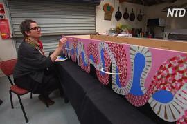Австралийцы самостоятельно делают разноцветные гробы из картона