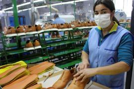 Португальские производители обуви меняют каблуки на маски