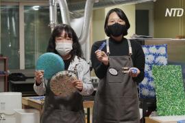 Две девушки избавляют Сеул от использованных пластиковых крышек