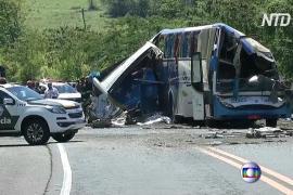 В Бразилии столкнулись грузовик и автобус: не менее 40 жертв