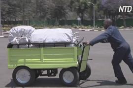 Самозаряжающиеся электротележки экономят силы жителям Кении