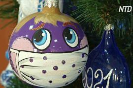 Фабрика ёлочных игрушек в Красноярске задаёт моду на шары в масках