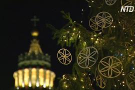 На площади Святого Петра в Ватикане открыли рождественскую композицию