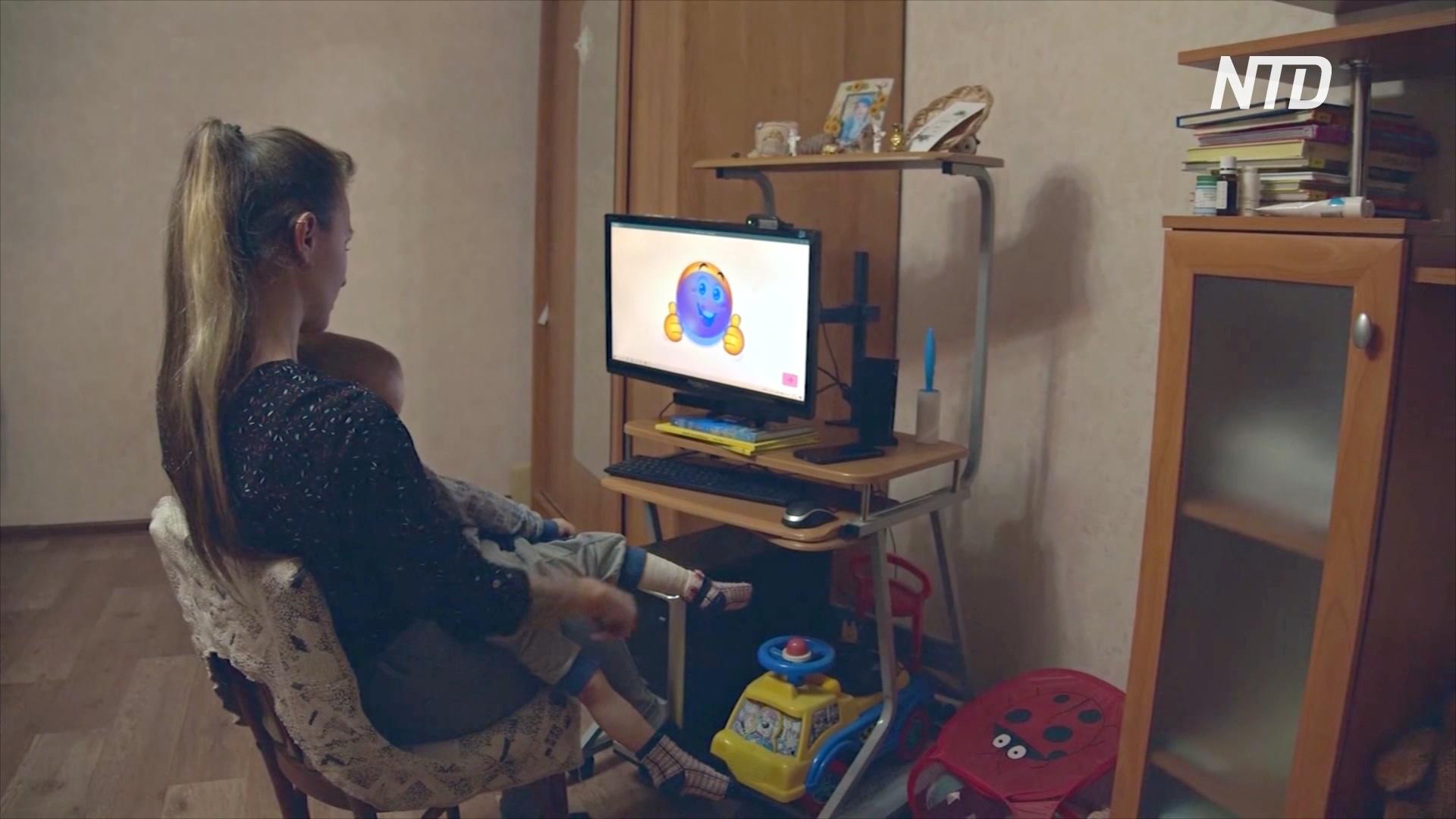 Компьютеры с отслеживанием глаз помогают общаться детям-инвалидам в Омске