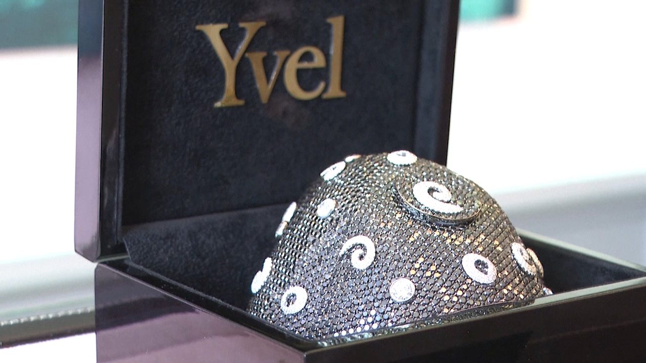 Самую дорогую в мире маску для лица выставили на обозрение во Флориде