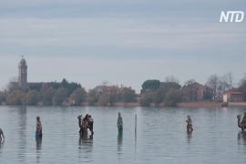 Рождественский вертеп на воде: необычная инсталляция в Венецианской лагуне