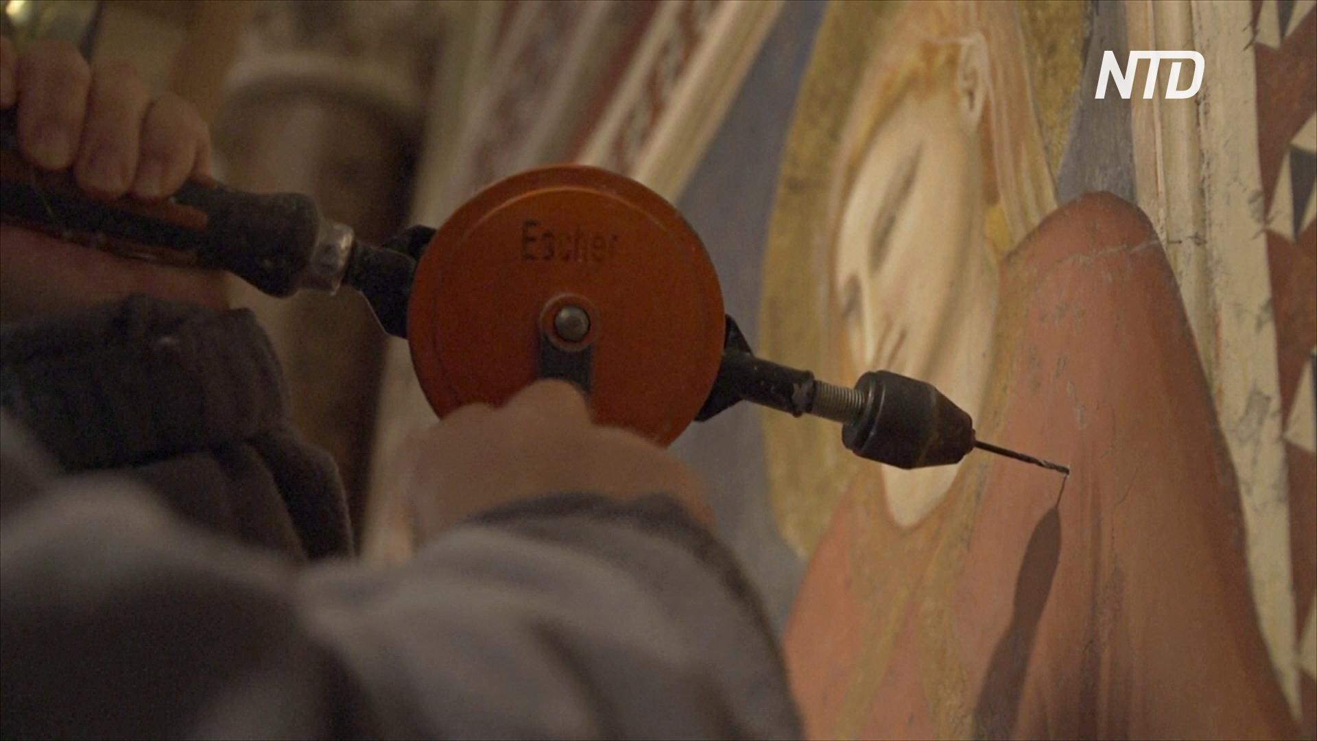 Итальянские реставраторы спасают средневековые фрески Джотто