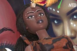 Детям Кот-д'Ивуара Санта дарит темнокожих кукол