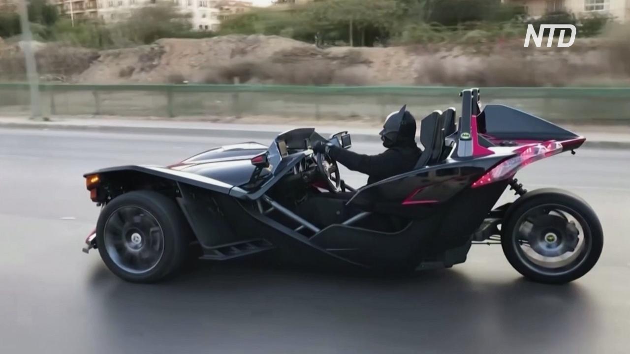 «Миру нужен Бэтмен»: египтянин в костюме супергероя раздаёт защитные маски