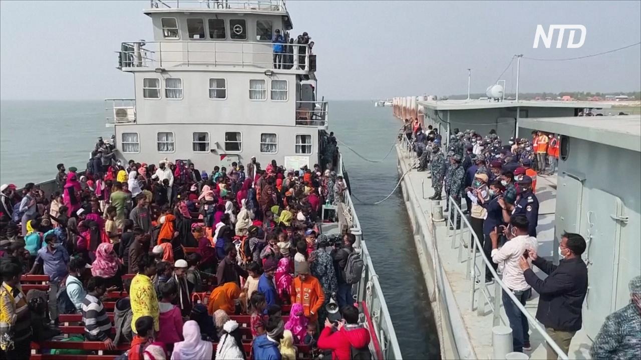 Власти Бангладеш переселили 2000 беженцев-рохинджа на отдалённый остров