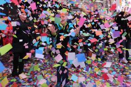 На Таймс-Сквер испытали конфетти на летучесть