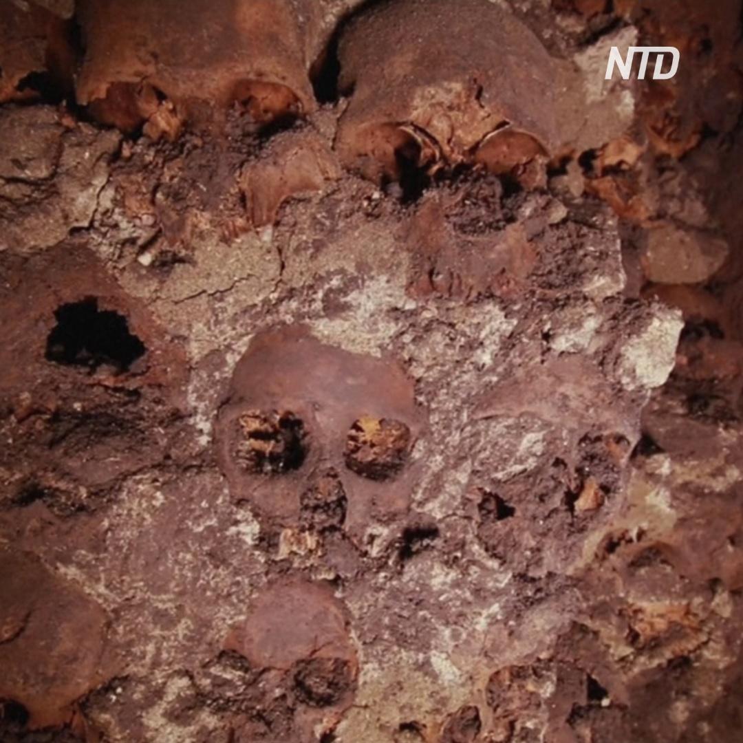 В центре Мехико раскопали фасад ацтекской башни из черепов