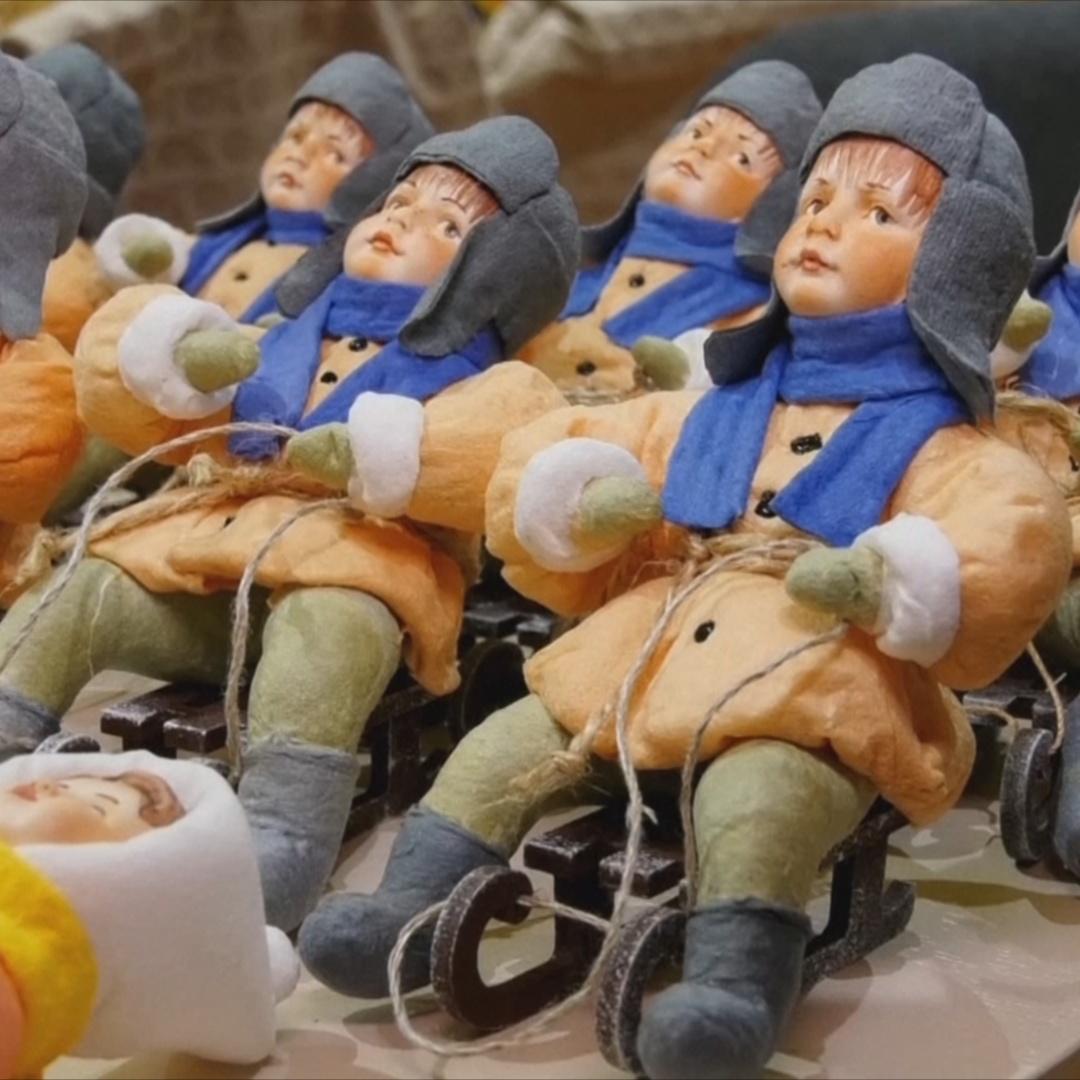 Ёлочные игрушки из ваты делают вручную мастерицы в Москве