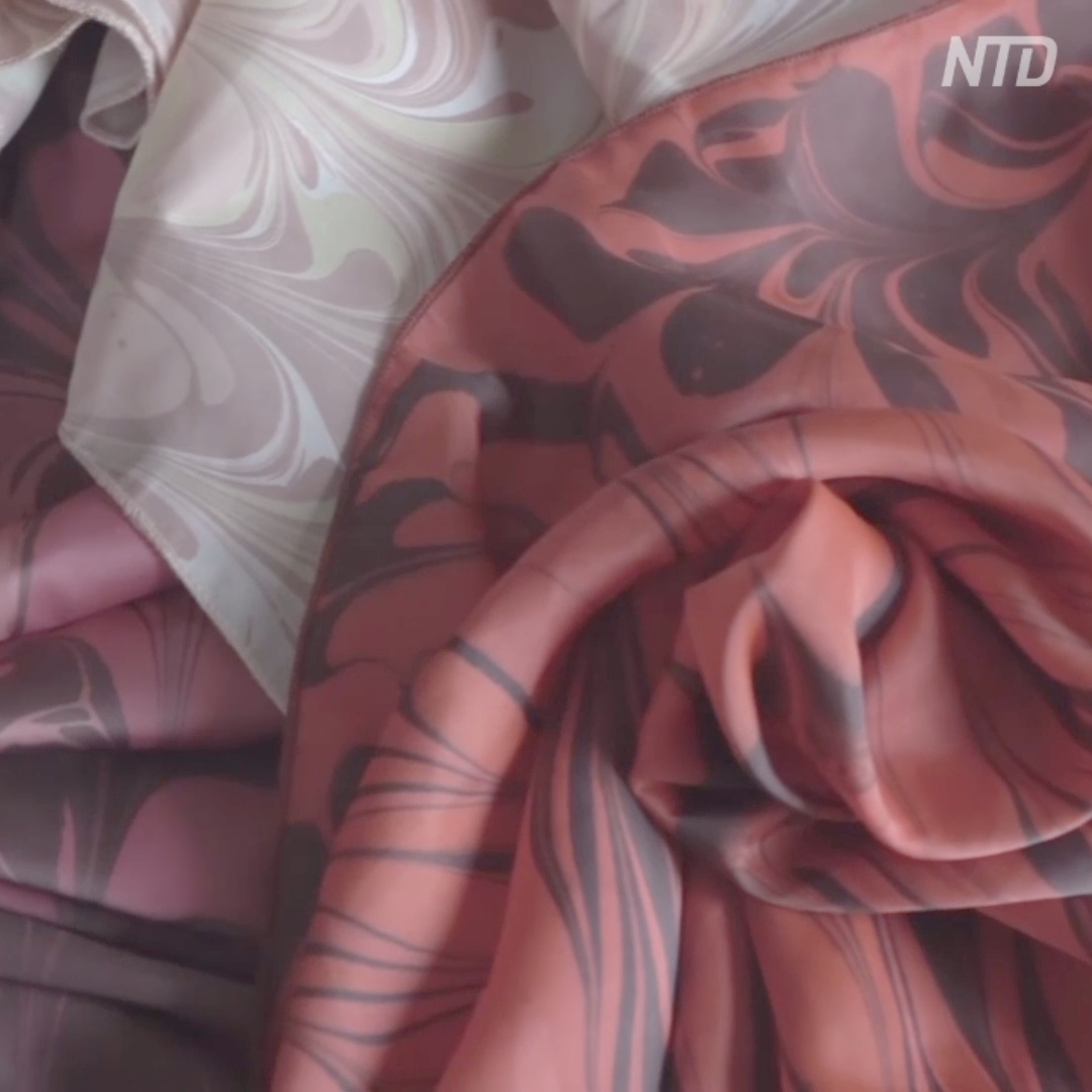 Искусство во имя мечты: юноша-инвалид рисованием зарабатывает на экзоскелет
