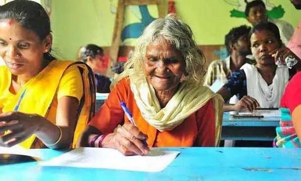 105- летняя бабушка доказала, что возраст для учёбы не помеха