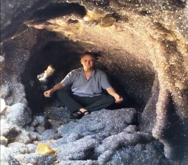 Novyj risunok 2 13 - Австралия: аметистовый жеод весом более 20 тонн привлекает туристов