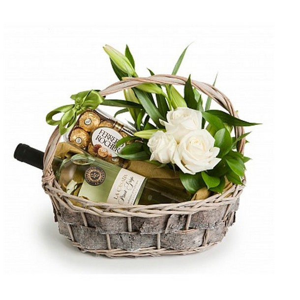 Подарочная корзина «Вино и розы»