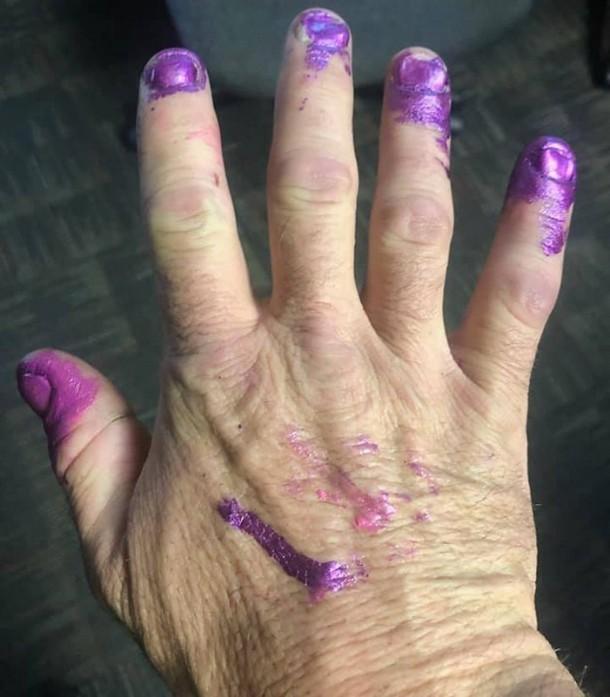 2021 01 23 090149 - Зачем пожарные попросили накрасить им ногти