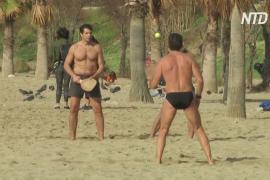 В Грецию зимой пришло лето, люди устремляются на пляжи