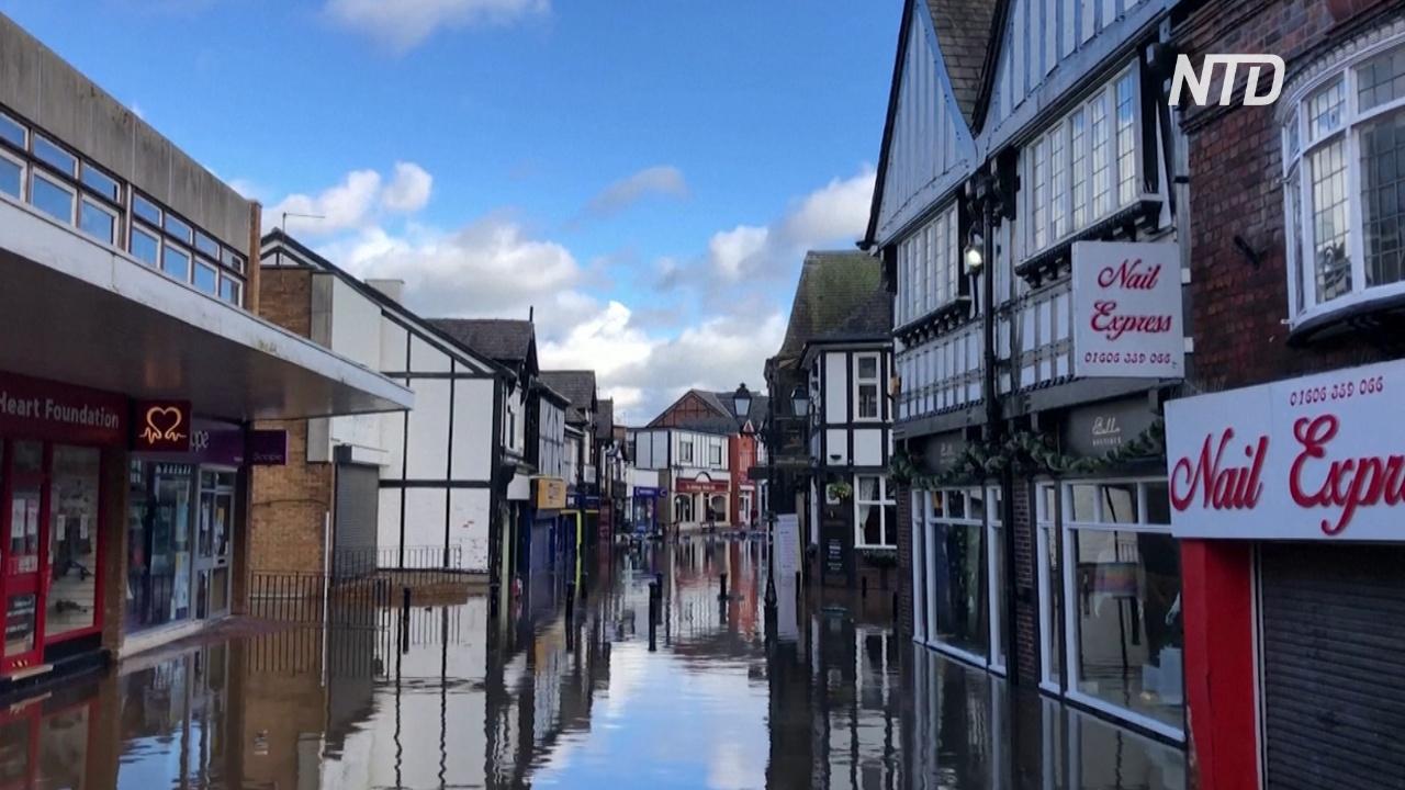 Борис Джонсон посетил пострадавший от наводнений северо-запад Англии