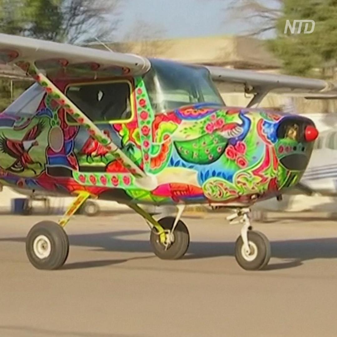 К расписным пакистанским грузовикам добавились разрисованные самолёты