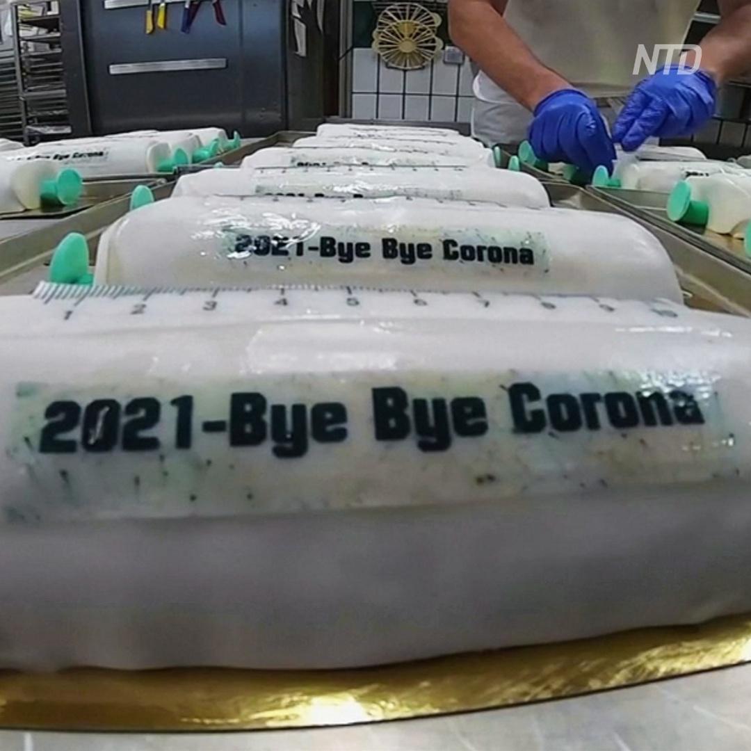«Сладкая вакцинация»: пекарня делает торты в виде шприца с лекарством
