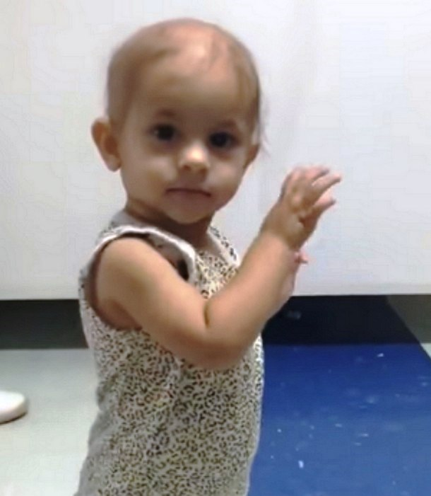 Novyj risunok 1 12 - Видео танца малышки под укулеле стало вирусным