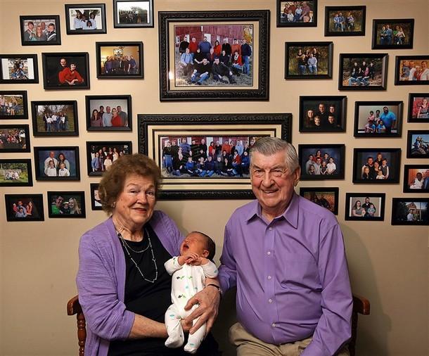 Novyj risunok 1 2 - Семейная пара, которая вместе 61 год, приветствует сотого потомка