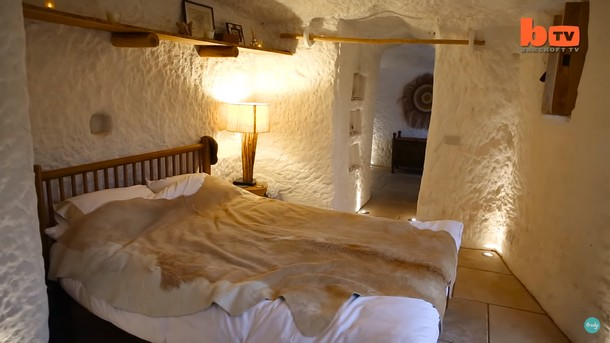 Novyj risunok 2 1 - Какой дом получился из пещеры