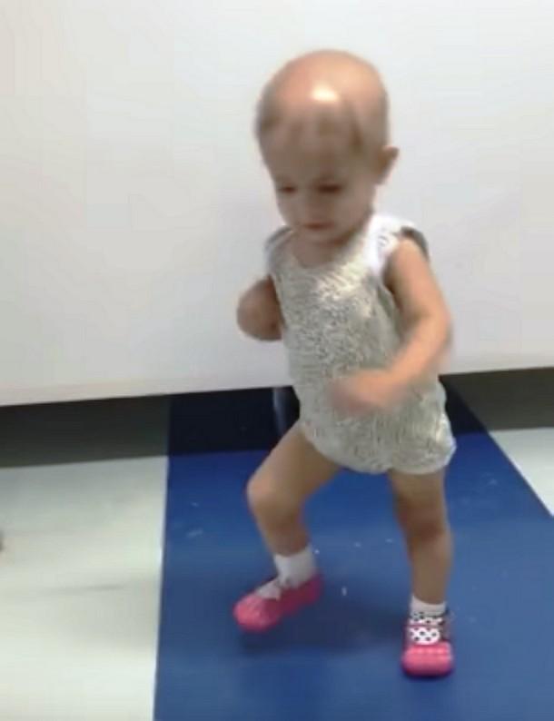 Novyj risunok 2 19 - Видео танца малышки под укулеле стало вирусным