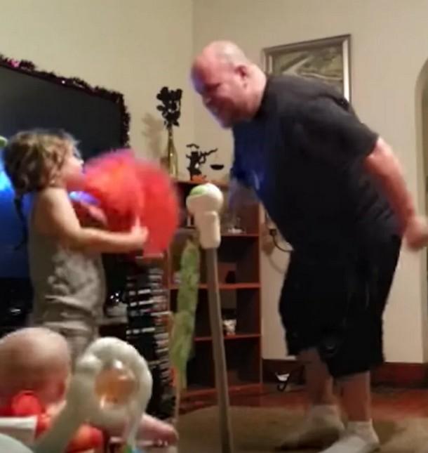 Novyj risunok 2 - Как папа проводит время с детьми, когда мамы нет дома