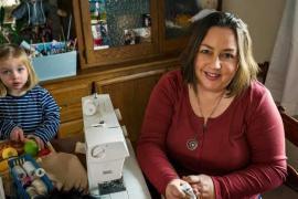 Женщина сшила более 300 особенных кукол