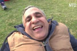 Посмейся над своими проблемами: египтяне снимают стресс с помощью йоги смеха