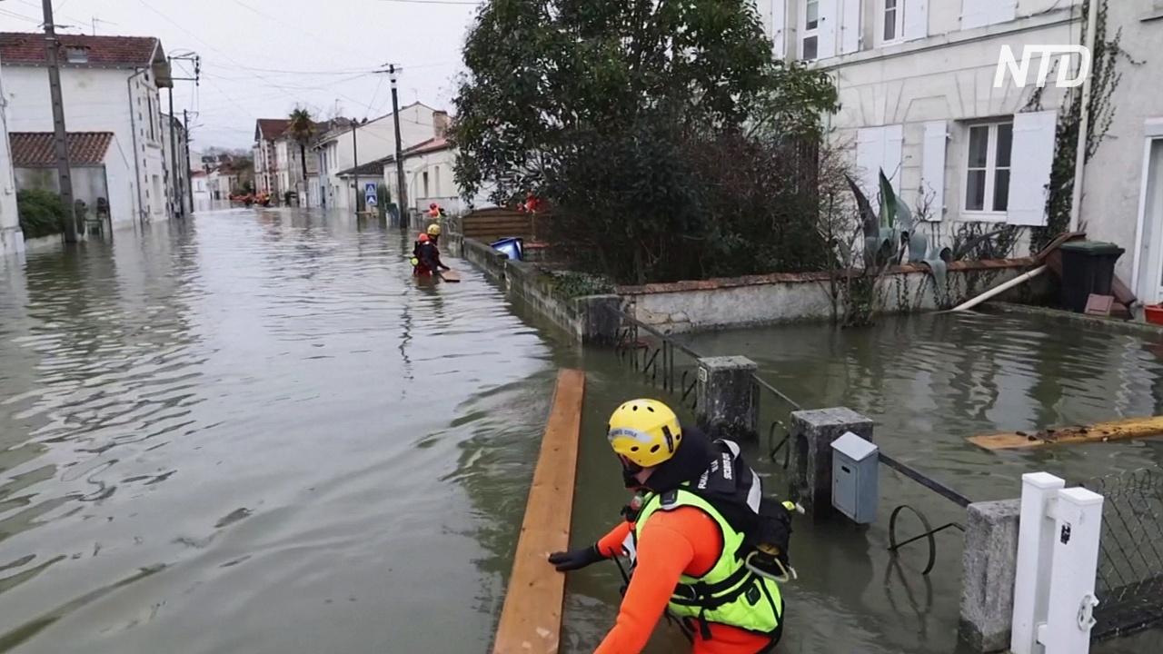 Наводнения во Франции топят жилые дома