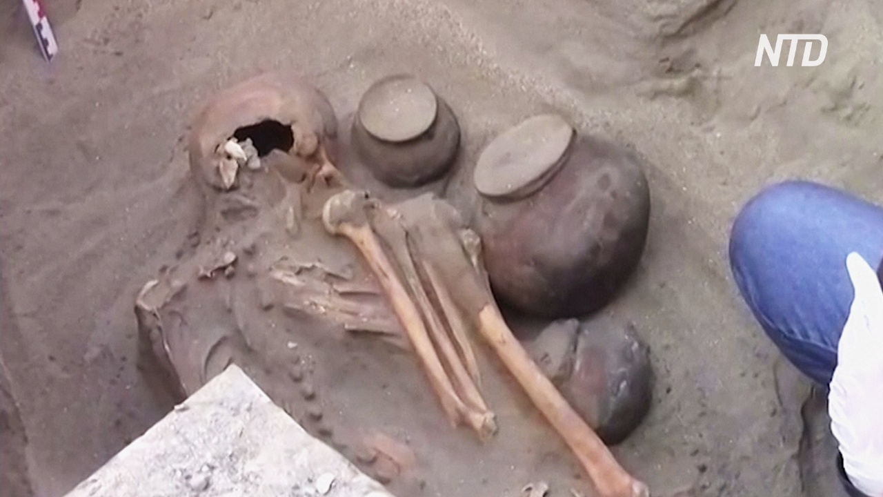 Перуанские строители обнаружили древнюю могилу