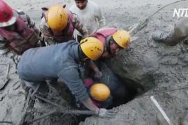 В Гималаях продолжают искать пропавших без вести при сходе ледника